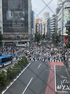 街の通りの人々 でいっぱいの写真・画像素材[1313937]