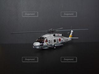 テーブルに乗っている小さなヘリコプターの写真・画像素材[1623908]