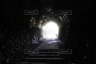 廃線跡のトンネルでの写真・画像素材[1108473]