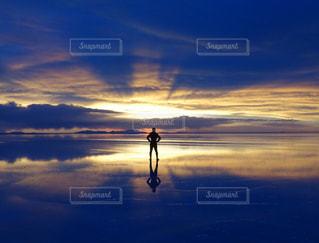夕焼け空に浮かぶ雲の写真・画像素材[1108552]