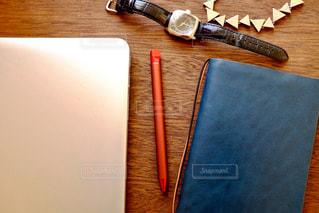 パソコン•手帳•ペン•時計… ワークスペース - No.1108767