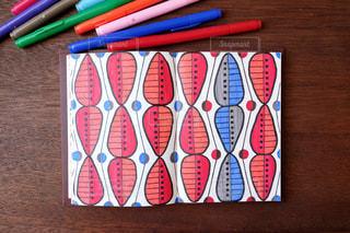 テーブルの上のペンとノート - No.1108983