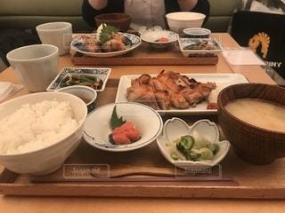 友達と和食の夜ご飯の写真・画像素材[1109261]