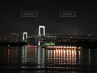 東京の風景レインボーブリッジと遊覧船の写真・画像素材[1480364]
