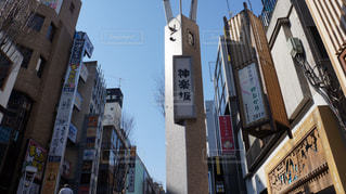 街の通り上の標識の写真・画像素材[1112464]