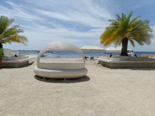 砂浜の上に座ってボートの写真・画像素材[1109929]