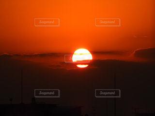 シンプルに夕日の写真・画像素材[1647440]