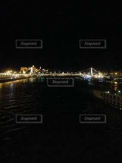 水の体の上の橋の写真・画像素材[1130802]