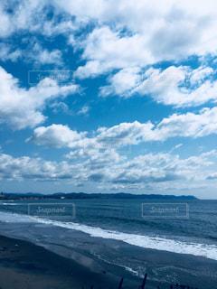水体の空に雲の写真・画像素材[1131354]