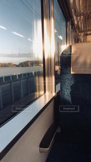早朝の車窓の写真・画像素材[1110884]