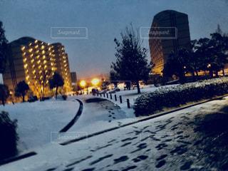 雪の覆われた通りの写真・画像素材[1110886]