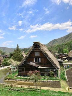 かやぶき屋根のある風景の写真・画像素材[1116892]