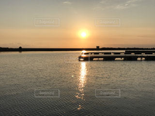 海に沈む夕日の写真・画像素材[1111719]