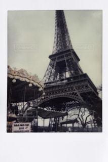 エッフェル塔の前で時計塔の写真・画像素材[1111892]