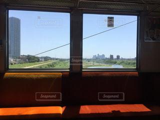 大きな窓の景色の写真・画像素材[1112012]