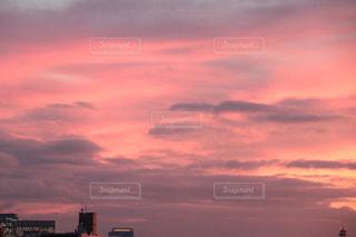 ピンクの夕空の写真・画像素材[1436339]