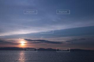曇りの夕空の写真・画像素材[1446208]