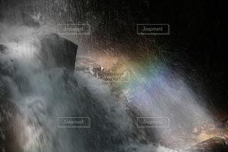 滝に虹の写真・画像素材[1516707]