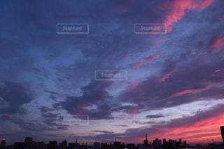 雨雲のあるユウ空の写真・画像素材[1534928]