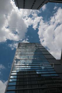 白く映る雲の写真・画像素材[2267349]