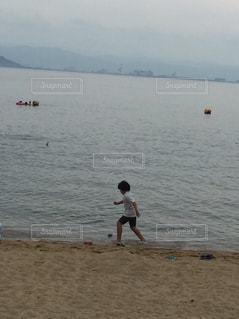 海辺で遊ぶ - No.1167862