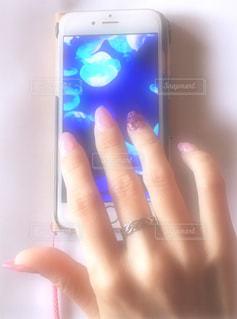 iPhoneを持つ手 - No.1189897