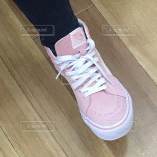ピンクのスニーカーの写真・画像素材[1230589]