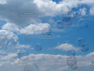 シャボン玉の写真・画像素材[1348327]