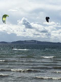 シアトルで見たカイトサーフィンの写真・画像素材[1114585]