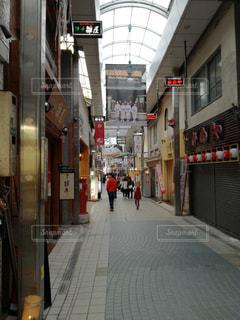 通りを歩く人々 のグループの写真・画像素材[1117644]