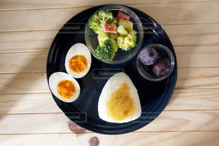 おにぎりの朝ごはんプレートの写真・画像素材[1114205]