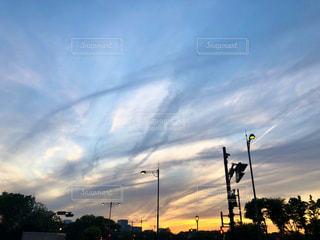 日没の前にトラフィック ライトの写真・画像素材[1147986]