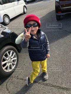 サングラスをかけた子供の写真・画像素材[1116017]