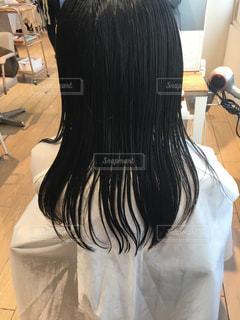髪をバッサリ切る前の写真・画像素材[1132472]