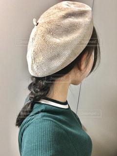 秋のベレー帽ヘアアレンジの写真・画像素材[1556208]