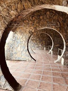 近くの石造りの建物の写真・画像素材[1118479]