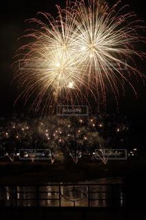夜空の花火の写真・画像素材[1567539]