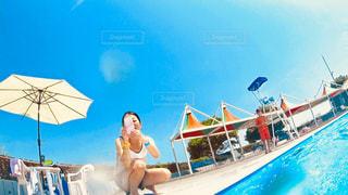 水のプールの人の写真・画像素材[1231649]