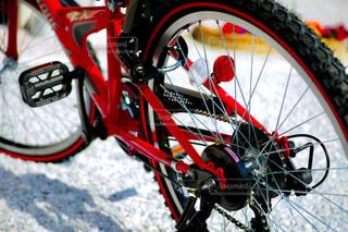 近くに自転車のアップの写真・画像素材[1232471]
