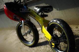 オートバイが道路の脇に駐車の写真・画像素材[1263483]