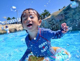 体内の水の水泳少年の写真・画像素材[1378071]