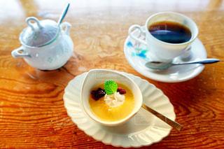 食品とコーヒーのカップのプレートの写真・画像素材[1615282]