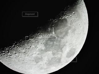 上弦の月の写真・画像素材[2920538]