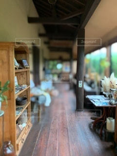 ダイニングルームのテーブルの写真・画像素材[3356994]