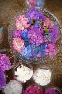 テーブルの上に飾られたケーキのクローズアップの写真・画像素材[3361408]