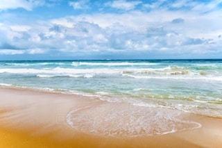 海の隣の砂浜の写真・画像素材[3376104]