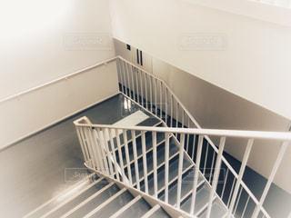 オフィスの階段の写真・画像素材[1120473]