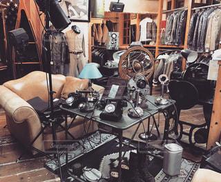 部屋の家具やテーブルでいっぱいの写真・画像素材[1118878]