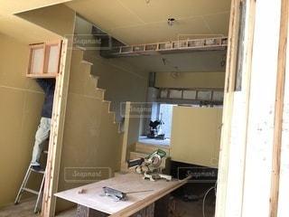 洗面台と鏡付きのバスルームの写真・画像素材[1119233]