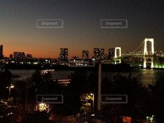 夜の街の景色の写真・画像素材[1119364]